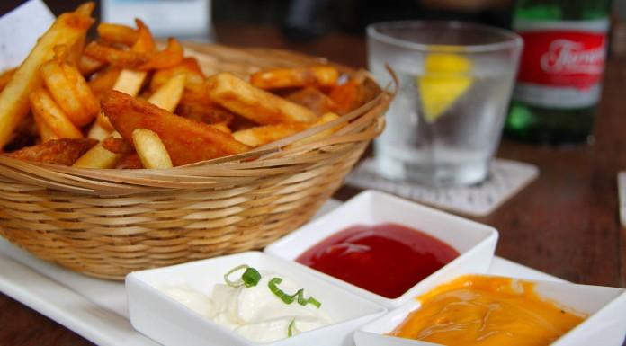 Ideas para comer menos mientras ves la televisión