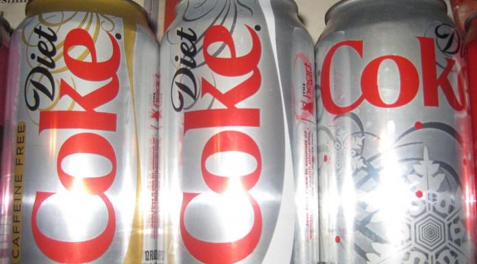 Los refrescos light favorecen la obesidad en los mayores, según un estudio