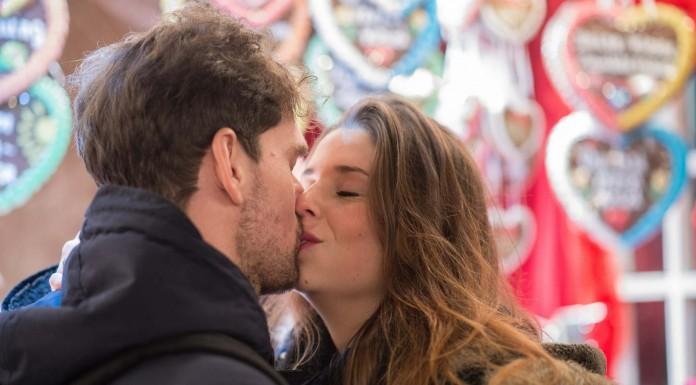 10 motivos saludables para practicar el arte de besar