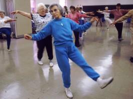 ejercicios más recomendados para reducir y aliviar el dolor articular relacionado con la artritis reumatoide