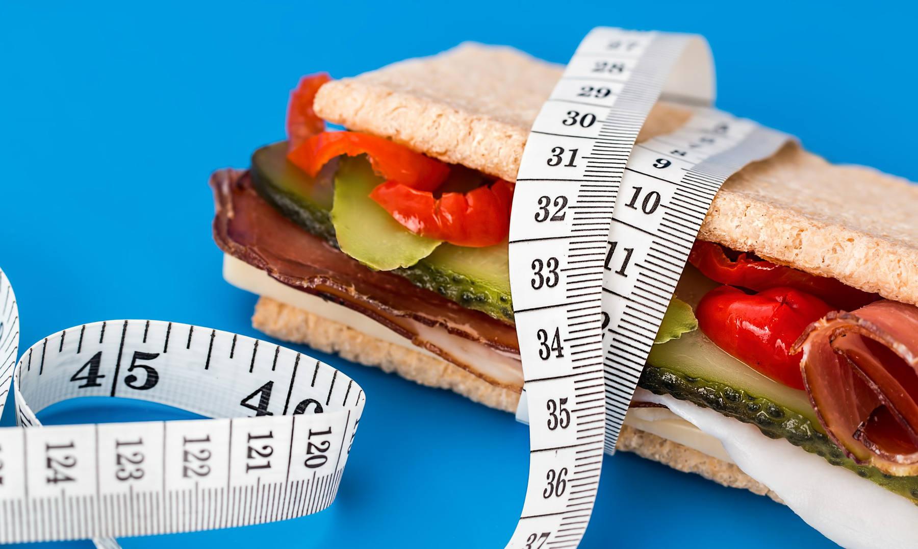cuantas calorias debe consumir un adulto en promedio