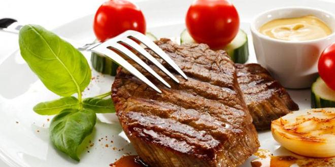 Comer las proteínas antes que los carbohidratos puede bajar la glucosa después de las comidas