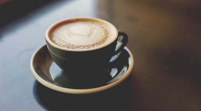 La cafeína por la noche retrasa el reloj circadiano humano