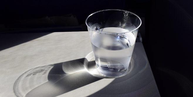 Un vaso de agua antes de cada comida puede ayudar a perder peso